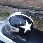 Фиксация гаджета на шлеме