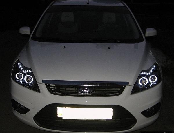 Форд Фокус 2 с обновленной оптикой