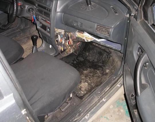 Лужа под сиденьем из-за утечки радиатора