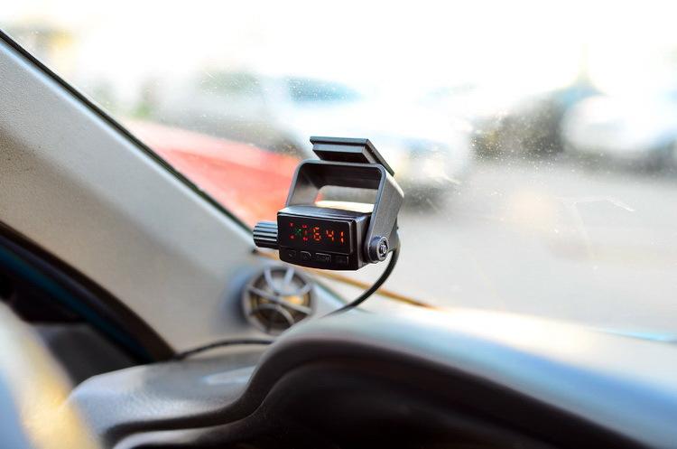 Детектор с GPS на лобовом стекле