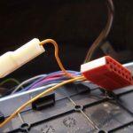 Подключите проводку электроусилителя к штатному разъему.