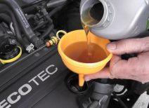 Какое количество моторного масла нужно заливать в двигатель