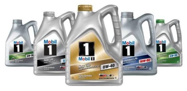 Бутылки с моторной жидкостью от Мобил 1