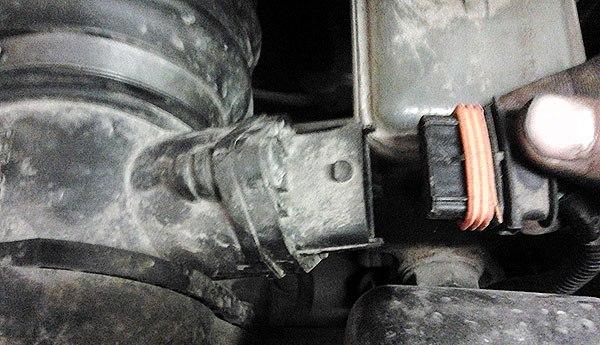 Фото снятия клемма датчика расхода воздуха