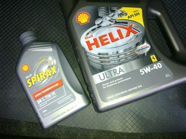 Фото моторной и трансмиссионной маслажидкости Shell