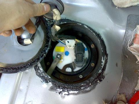 Фото установленного и подключеного нового топливного фильтра