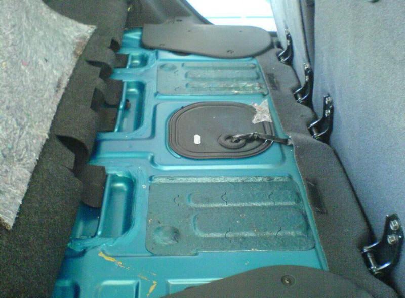 Фото топливного модуля находящегося под пассажирским сидением