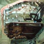 Картер коробки передач и старый масленый фильтр