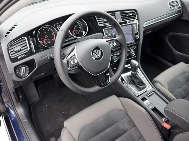 Салон VW Golf с автоматической КПП DSG