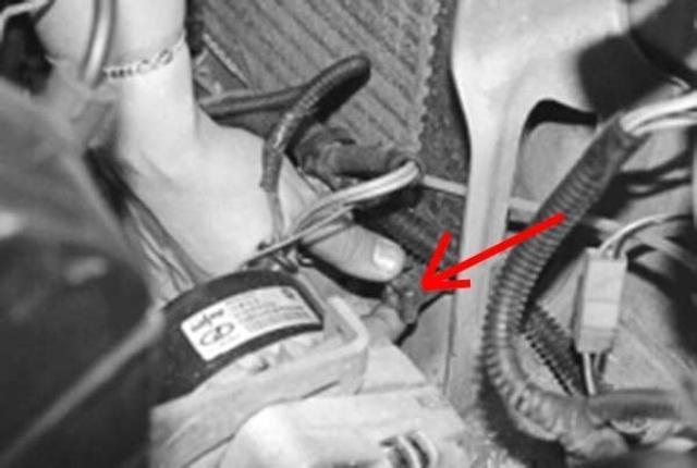 Пробка слива охладителя в радиаторе