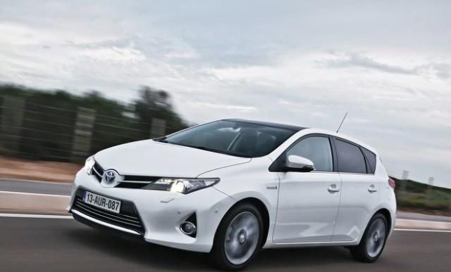 Как заменить топливный фильтр в дизельной Тойоте Аурис?