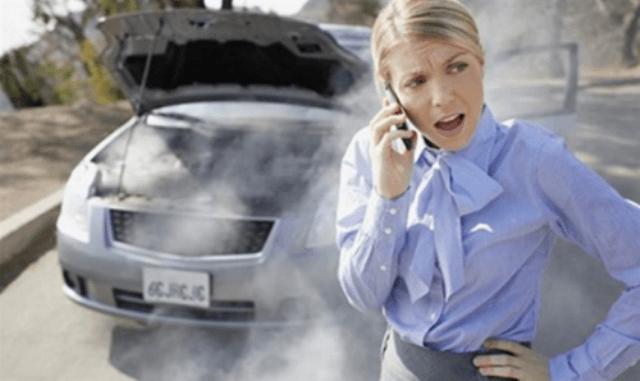 Авто-любительница звонит чтобы узнать, что делать в случае кипения мотора