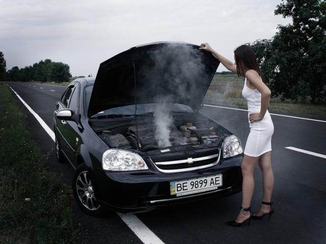 Автолюбитель Светлана не понимает, почему закипел двигатель