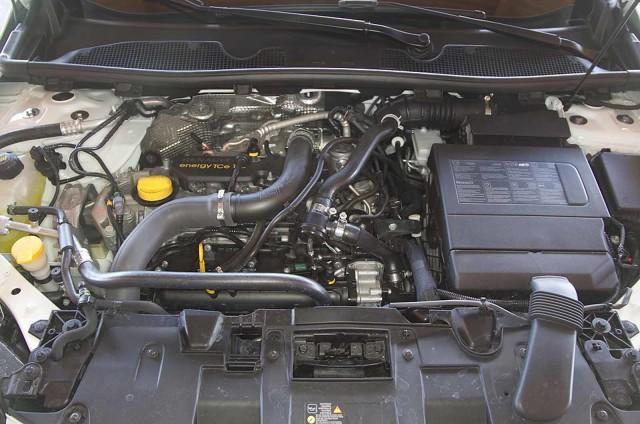Подкапотное пространство Renault Megane 2