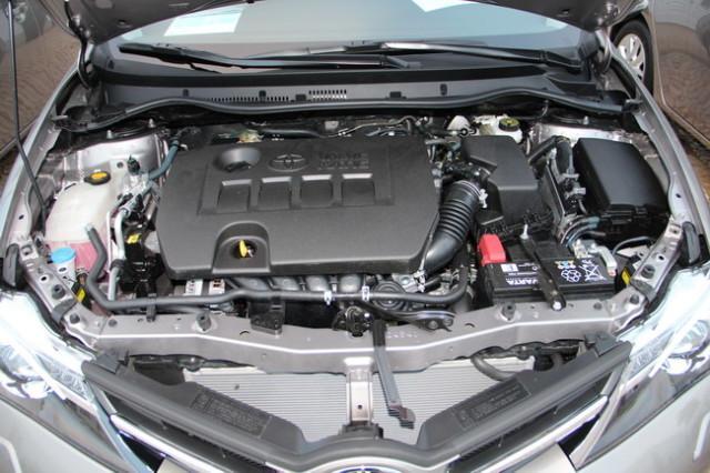 Подкапотное пространство авто Toyota Auris