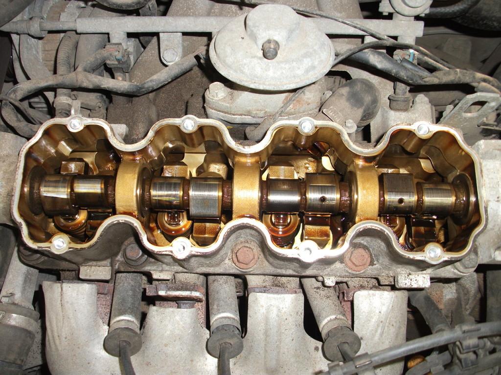 Чистый от нагара и вредных отложений двигатель автовладельца, использовавшего масло «Zic xq 5w40 »