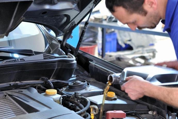 После приобретения подержанного автомобиля стоит заменить масло