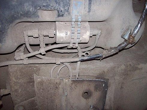 Место установки ТФ под днищем автомобиля Рено Сандеро