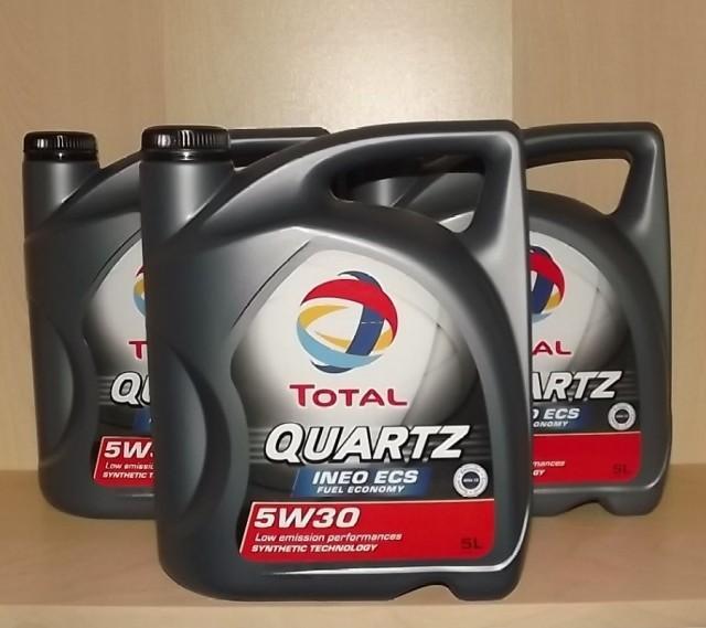 Моторная жидкость «Total quartz 5w30» в пятилитровых упаковках