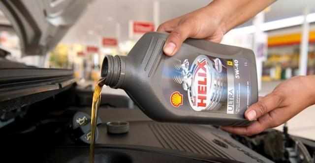 Залив масла Шелл Хеликс в двигатель