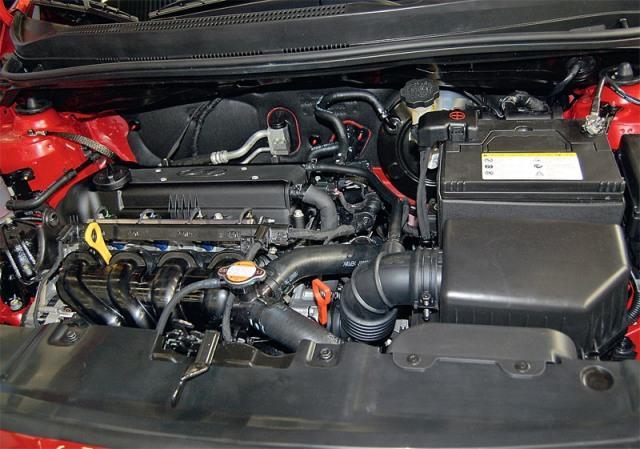 Подкапотное пространство автомобиля Hyundai Solaris