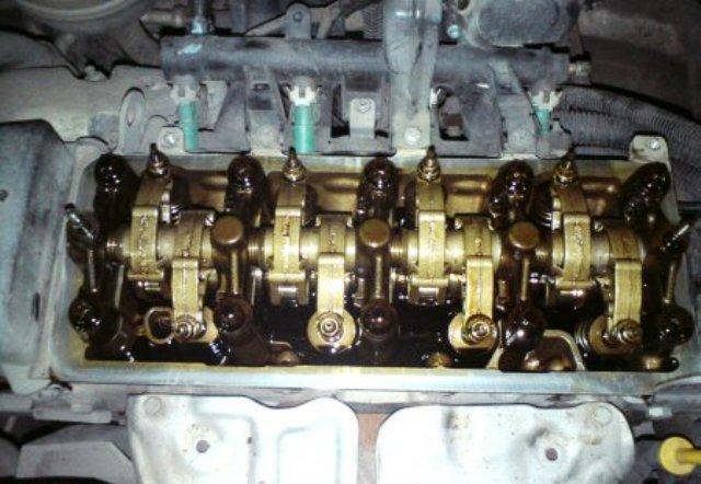 Чистый двигатель после использования смазки