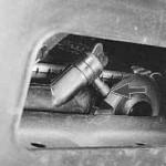 2. На фото показан кран радиатора, который необходимо открутить