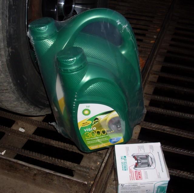 Смазывающая жидкость Visco 3000 в четырехлитровой и литровой упаковках с масляным фильтром