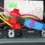 Подключение проводов устройства к проводам панели приборов