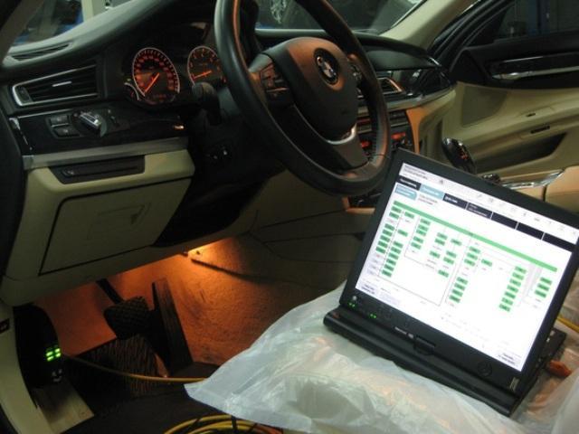 Диагностика автомобиля BMW при помощи ноутбука и специального диагностического оборудования