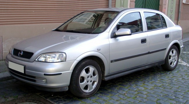 Автомобиль Опель Астра G