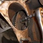 9. Закручивание нижних болтов коробки передач