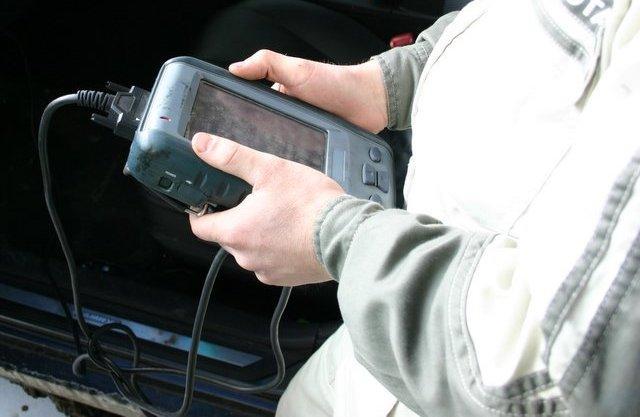 Проведение диагностики автомобиля Mitsubishi при помощи специального диагностического сканера