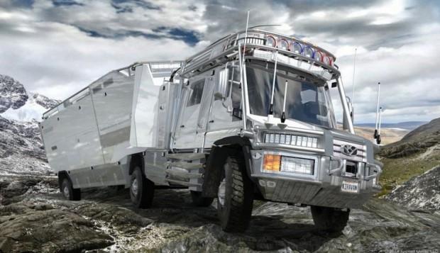 Дом на колёсах из грузовика