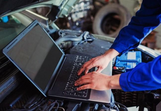 Проведение диагностики авто при помощи ноутбука и специального оборудования
