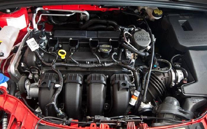 Моторный отсек Ford Focus 3