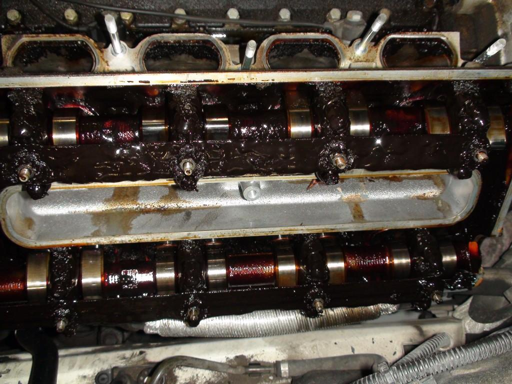 Черный нагар внутри мотора - последствия регулярного использования некачественного моторного масла