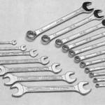 Набор гаечных ключей - потребуется для откручивания коробки передач и сцепления.
