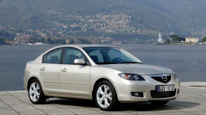 Как поменять фильтр салона в Mazda 3 2008 — 2011 годов?