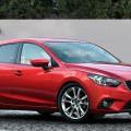 Вишневый автомобиль Mazda 3