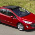 Автомобиль Пежо 307 красного цвета