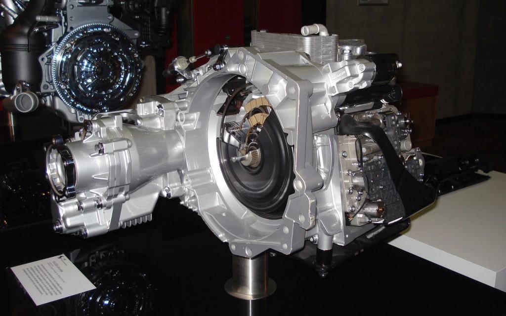 Роботизированная семиступенчатая коробка передач DSG 7 в демонтированном виде