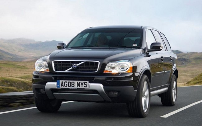 Черная Volvo ХС90
