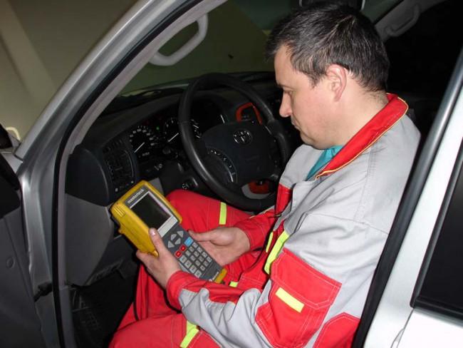 Проверка авто на наличие ошибок при помощи специального диагностического оборудования