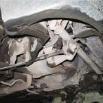 Если ваш автомобиль оборудован защитой, то ее необходимо снять. Отверткой открутите все винты крепления.