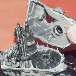8. Теперь можно снять переднюю крышку КПП ВАЗ 2110.