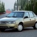 Коричневый автомобиль Daewoo Nexia