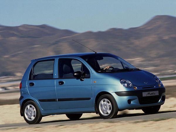 Синий автомобиль Деу Матиз