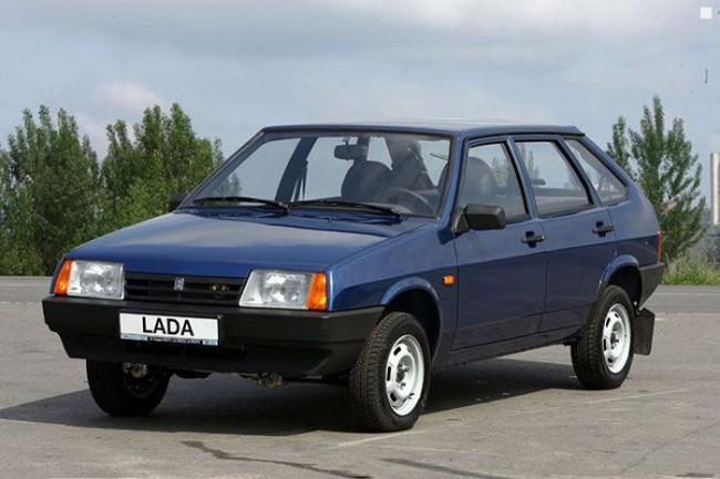 Синий автомобиль ВАЗ 2109