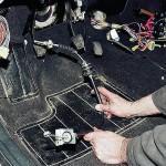 Установите новый тросик, после чего произведите его регулировку